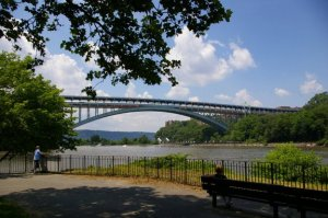 henry_hudson_bridge_from_inwood_park